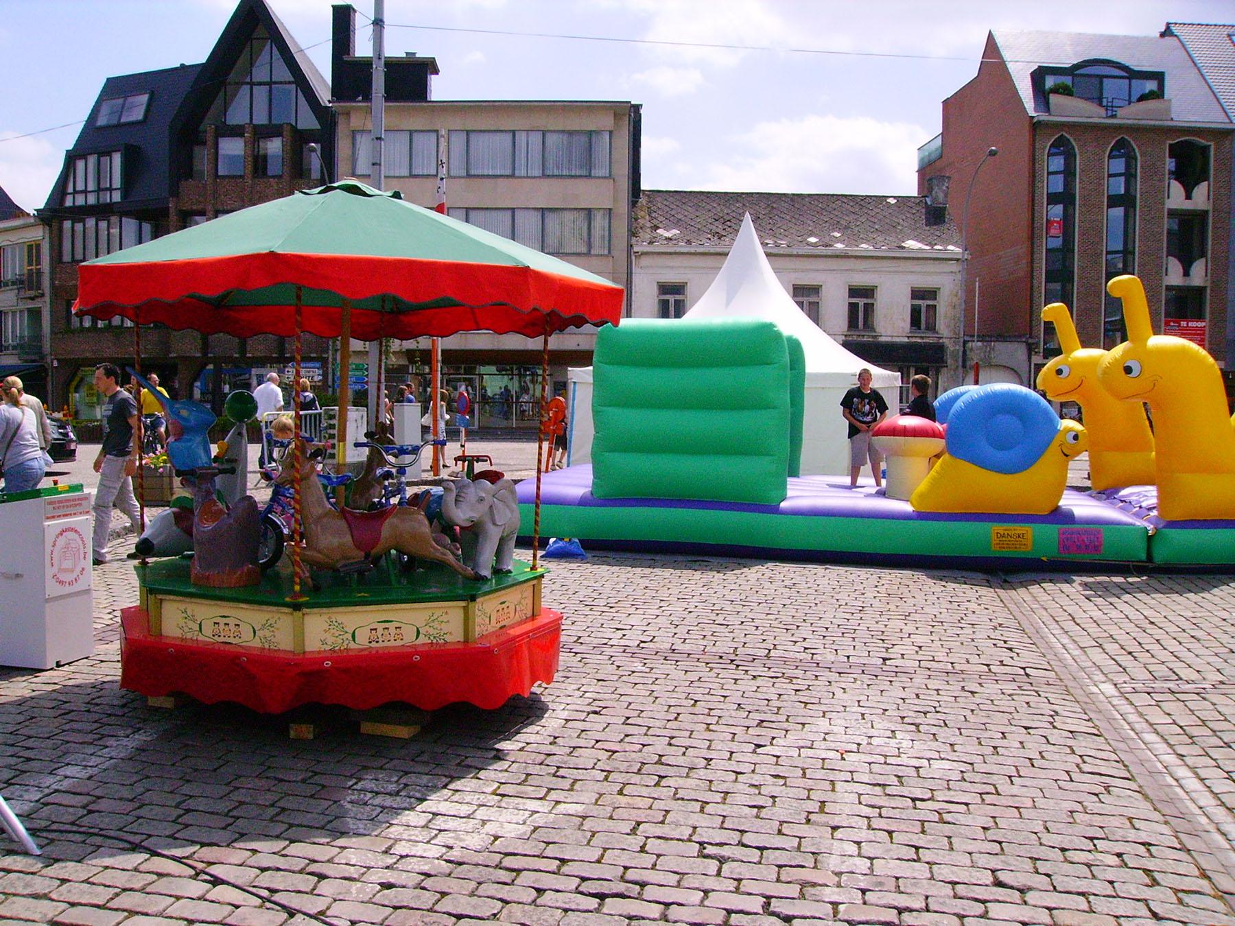markt-geel-molen-springkasteel